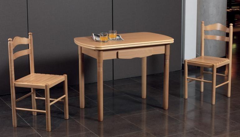 Mesas y sillas en cocinas herv s - Mesas y sillas de cocina de madera ...